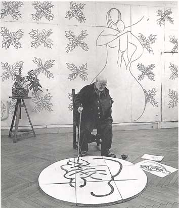Matisse trabajando en los murales de la capilla.