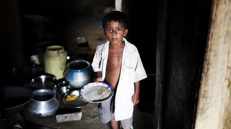 Hay más de 70 millones de niños dalit en la India. Un alto porcentaje vive con menos de 50 céntimos al día y no asiste a la escuela o abandonan los estudios después de primaria. Sólo una cuarta parte de las niñas que viven en zonas rurales van al colegio. Los niños y niñas dalit afrontan habitualmente abuso verbal y físico por parte de sus profesores y compañeros. (Jason Taylor / ActionAid)
