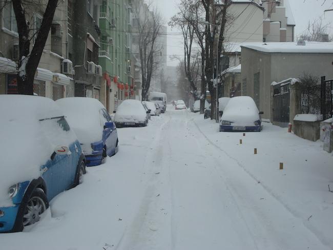 stockvault-snowy-street140037