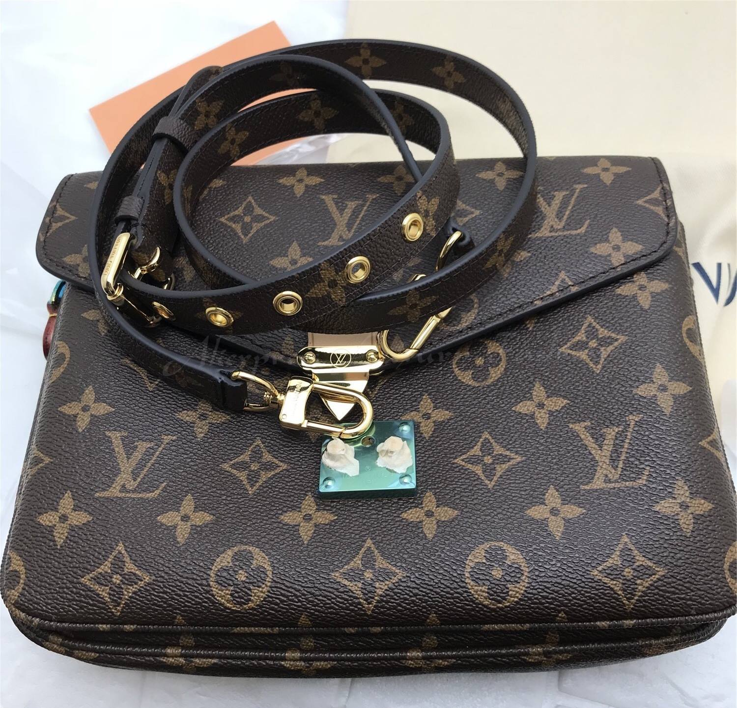 Counterfeit Handbags Flood The Retail And Resale Market