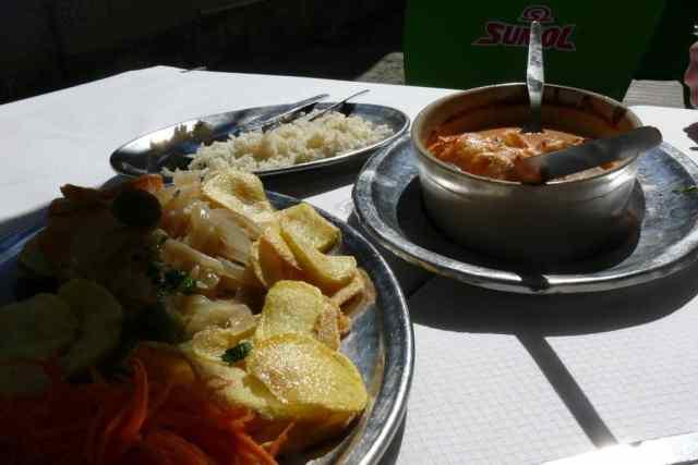 En nuestro viaje a Lisboa comimos en Cacilhas en el restaurante Cabrinha un rico arroz tamboril con bacalao. Las recetas lusas de bacalao están muy buenas