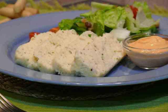 Este pastel de pescado nos puede solucionar la cena de grandes y pequeños. Con el queso crema, adquiere una textura suave y cremosa