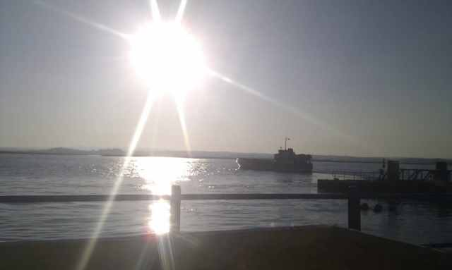 Las puestas de sol en la costa de la luz son espectaculares, este año vimos atardecer en silencio absoluto desde el faro del cantil de Isla Cristina