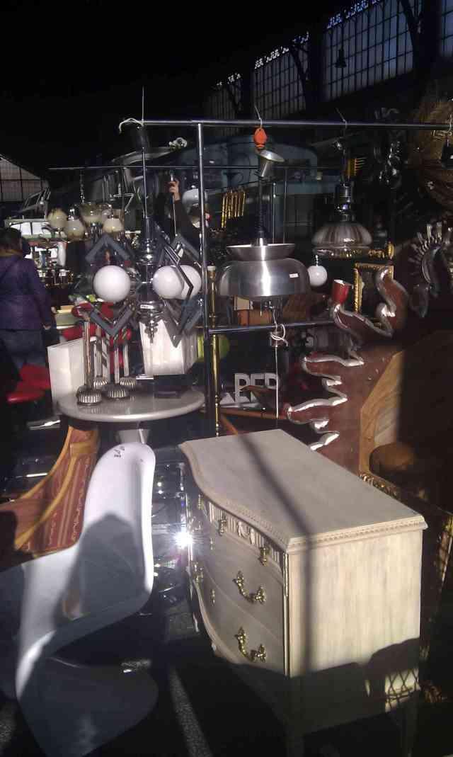 Los objetos más insospechados los podremos encontrar en el mercado de motores, el segundo fin de semana de cada es en el Museo del Ferrocarril