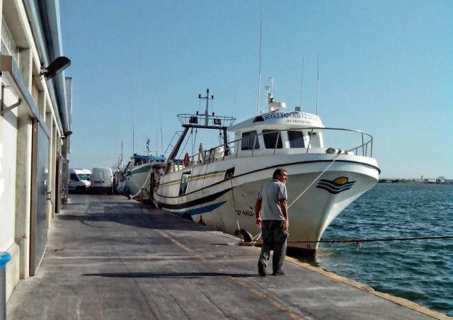 barco en lonja