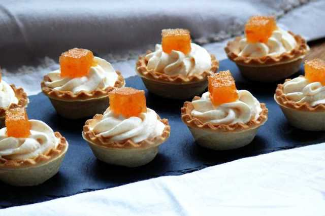 canapes de queso y membrillo