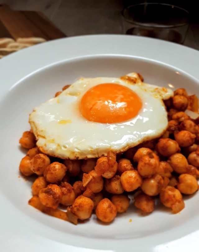 garbanzos con huevo