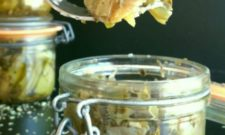 Petits bocaux de cœurs d'artichauts à l'huile, façon antipasti (vegan)