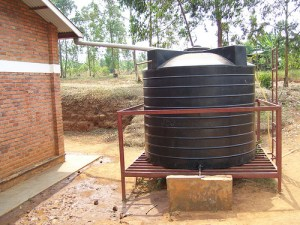 rainwater-harvesting-tank-system  Scientists to UN: Improved rainwater management will eradicate hunger rainwater harvesting tank system 300x225