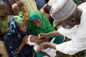 Polio immunisation. Photo credit: comminit.com