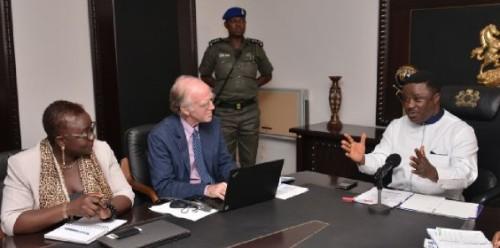 Governor Ben Ayade (right) with Elsie Attafuah (Senior Regional Technical Advisor for the UNDP/UN-REDD+ Regional Programme for Africa) (left) and Allen Turner (Nigeria UN-REDD+ Chief Technical Advisor)