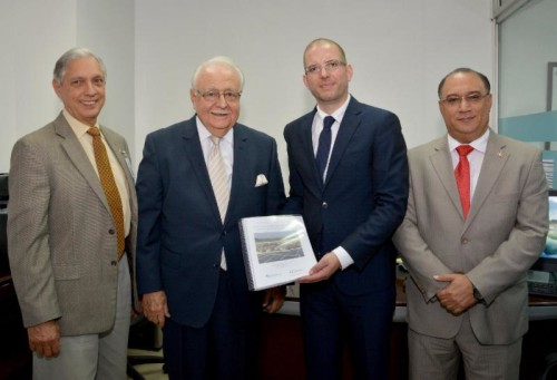 Executive Director of Climate Change and Viceminister of Energy Ernesto Vilalta, Minister of Energy and Mines Antonio Isa Conde, Worldwatch Climate and Energy Director Alexander Ochs, and Secretary of State and Vice-President of the National Council for Climate Change Omar Ramírez