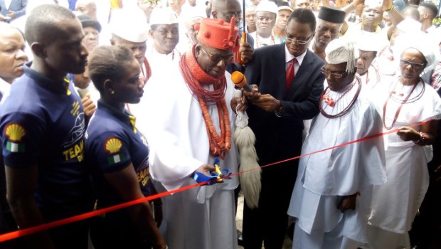 """The Ovie of Uvwie Kingdom in Delta State, His Royal Majesty Emmanuel Sideso, unveiling """"Delta Cruz"""" on Thursday"""