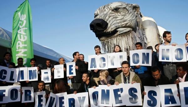 Greenpeace campaigners demanding a just climate deal in Paris. Photo credit: Reuters