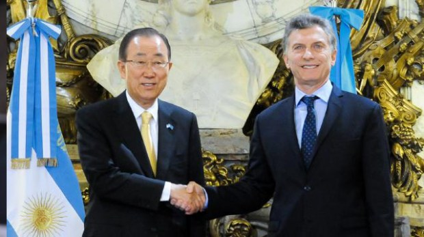 Argentine President Mauricio Macri (right) and Secretary General of the United Nations Ban Ki-moon shake hands after delivering a joined statement at the Casa Rosada government house in Buenos Aires, Argentina on Monday August 8, 2016. Photo credit: Télam