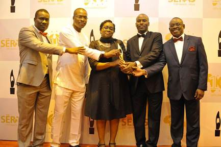 Shell Nigeria's Social Performance Discipline Adviser, Hope Nuka; General Manager, External Relations, Igo Weli; External Relations Communications Manager, Sola Abulu; General Manager, Deepwater Production, Effy Okon and Head, Business Relations, Alan Udi acknowledge the Best Company in Climate Action Award won by Shell at the SERAS 2016 awards ceremony at MUSON Centre on Friday.