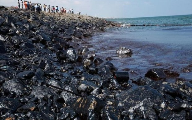 Oil spill: India impounds ship, detains crew Indiaoilspill