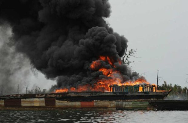 As soot blankets Port Harcourt Pollution e1486649994403
