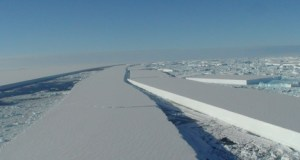 Antarctic-ice-shelf-crack