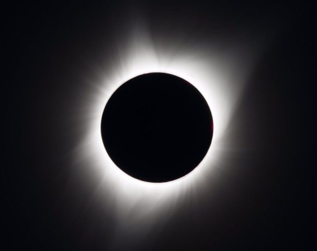 solar eclipse  Day becomes night as solar eclipse engulfs US Eclipse e1503367288421