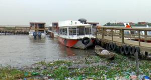 Plastic wastes on waterways