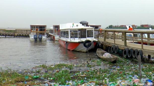 Plastic wastes on waterways