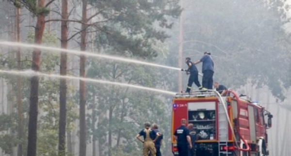 Germany  Hundreds evacuated as forest fire sends smoke over Berlin Firefighters help to put out a forest fire near Treuenbrietzen Germany 800x430