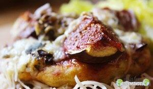 Pequeñas pizzas de plátano con Fourme d'Ambert e higos frescos