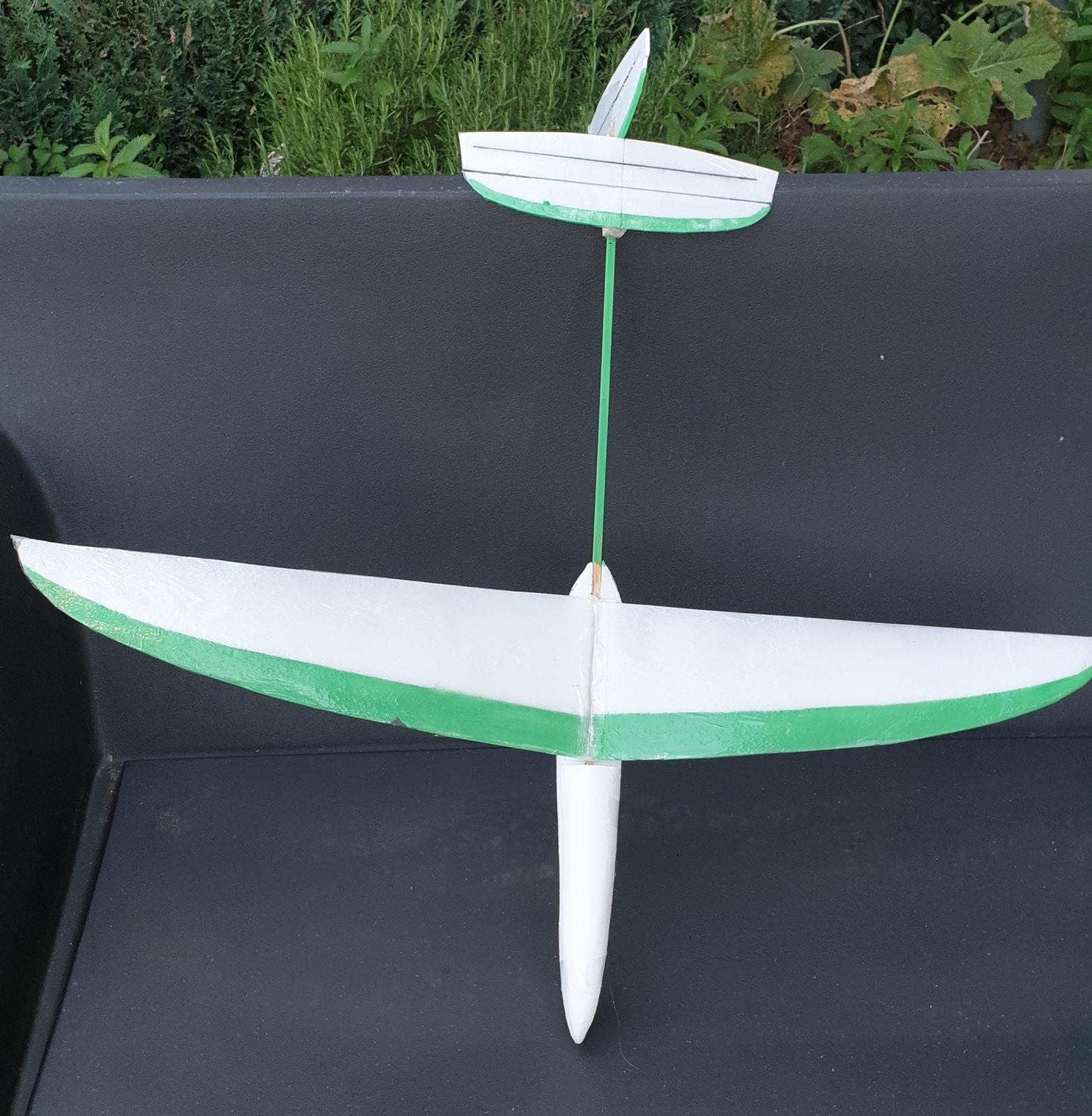 Suite et fin de la construction du planeur lancé-main, plan Lucas Leprêtre.
