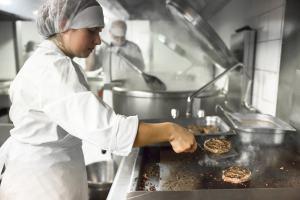 Préparation de repas - restauration collective Éole (3)