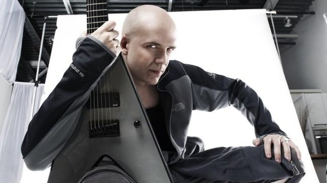 """加拿大音樂家 Devin Townsend 釋出新曲 """"Genesis"""" 贈用有十足趣味的方式釋出影音"""