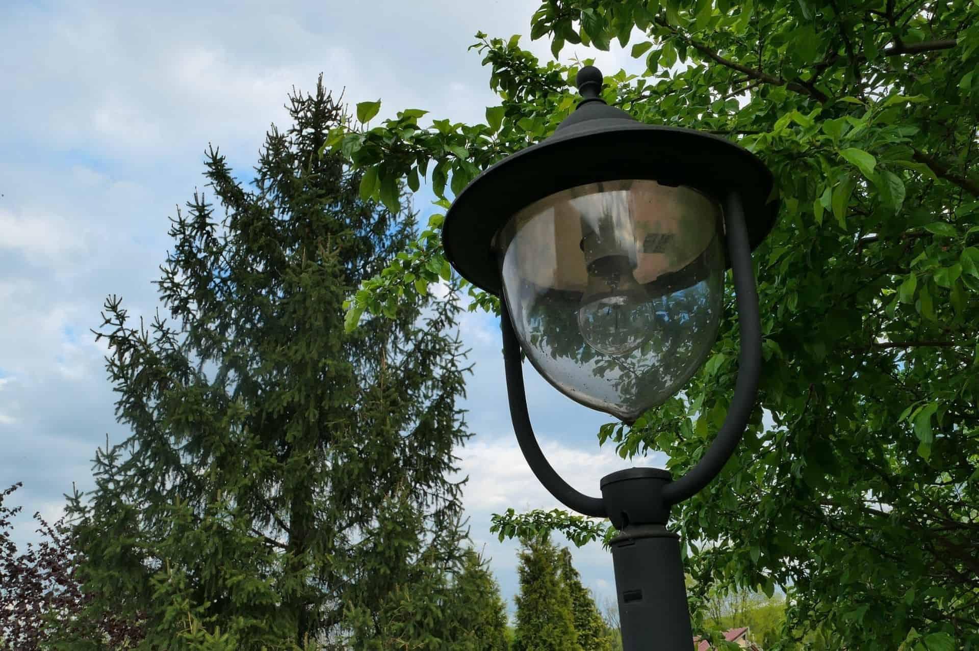 https www eosoutdoorservices com commercial properties commercial landscape lighting options