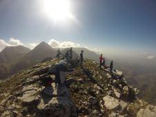 Αγναντεύοντας από την κορυφή (σε παλαιότερη μη χειμερινή ανάβαση)