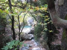 Ποτάμι κάτω από τη Μονή Κερνιτσας