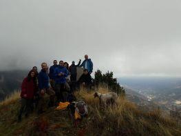 Η ομάδα αγναντεύοντας το δάσος του Αετού και τους Μελισσουργούς