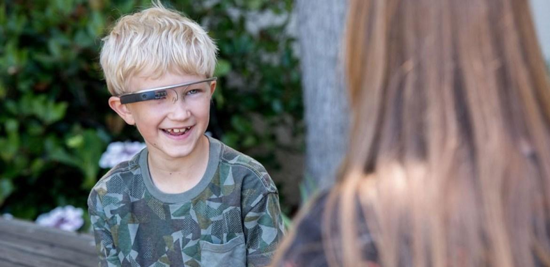 Óculos inteligentes ajudam crianças autistas a identificarem emoções