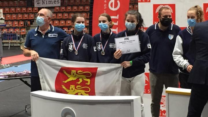 L'Orne Hebdo. Alençon. Escrime : Emma Falconnet-Biziou, vice-championne de France U17 par équipes