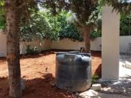 Le mur a disparu, remplacé par les colombariums à côté de la citerne – 05/06/2017