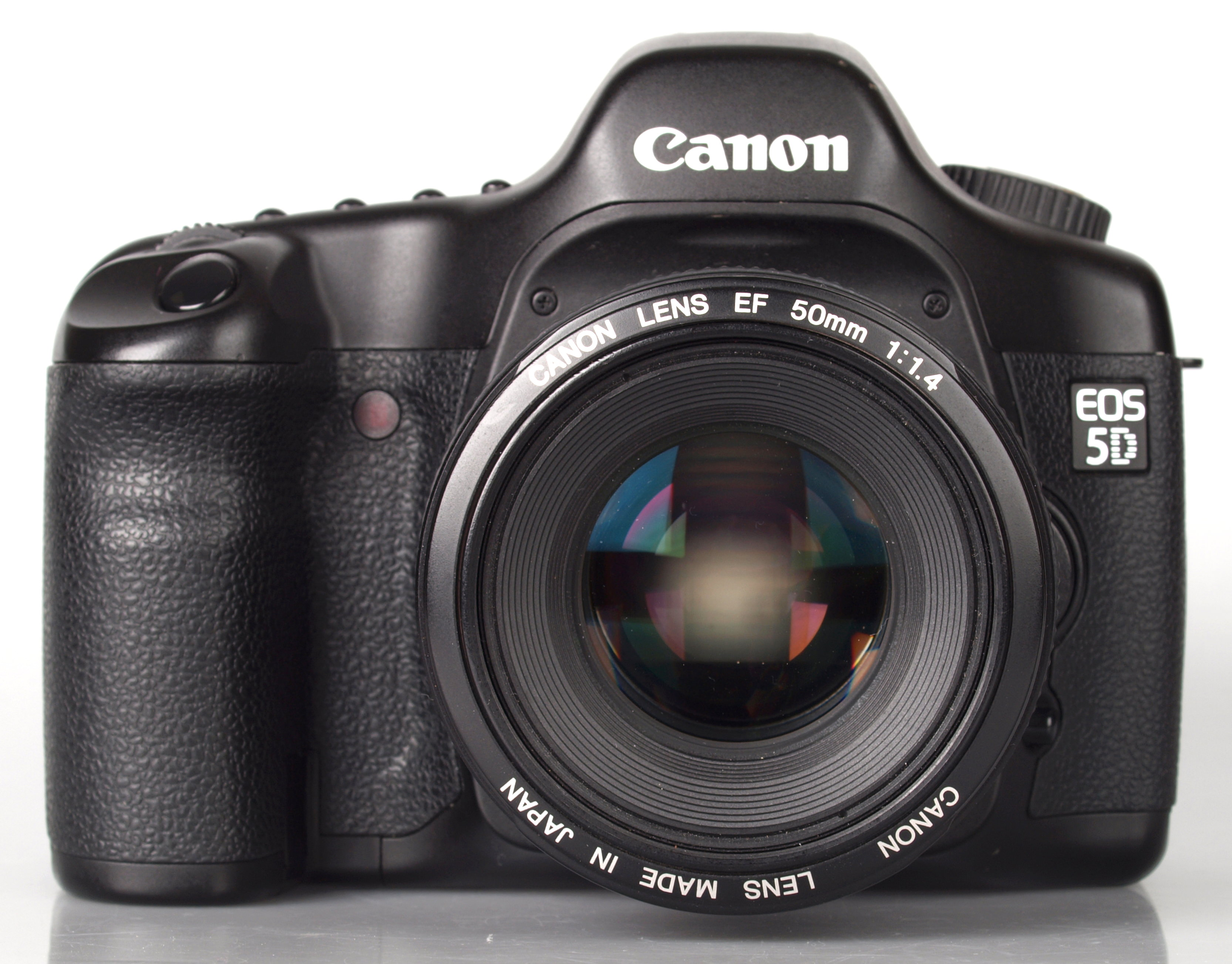 https://i1.wp.com/www.ephotozine.com/articles/canon-eos-5d-mark-i--ii-and-iii-review-comparison-19775/images/highres-canon-eos-5d-mark1-1_1343743934.jpg