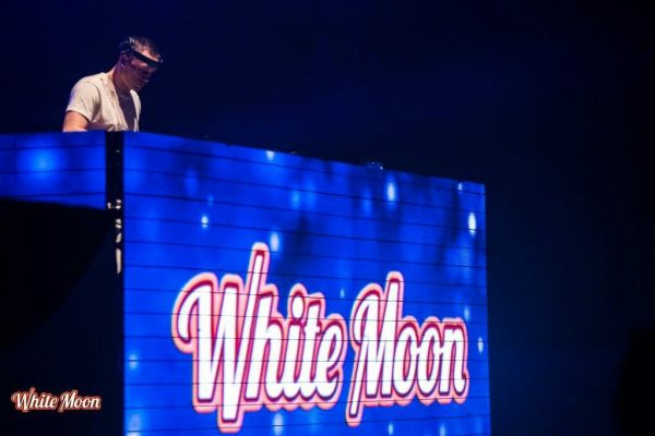 White-Moon-03-min