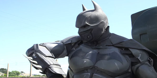 Guinness World Records - Most Amazing Batman Cosplay - 23 Gadgets