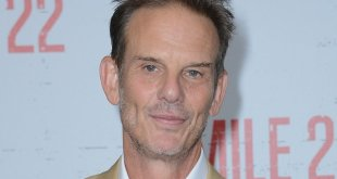 Painkiller: Netflix Orders Opioid Crisis Series with Peter Berg Directing