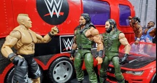 AUTHENTIC SCALE TOUR BUS FOR WWE FIGURES