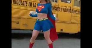 I Just Met Supergirl she was Kind , Polite & said i Was Cute 😍 Short Animated Cosplay Video