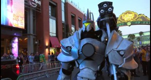 Overwatch Reinhardt Cosplay at SDCC 2016 by Extreme Costumes
