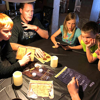 Fun escape room ideas for kids, family and adults for parties and holidays !