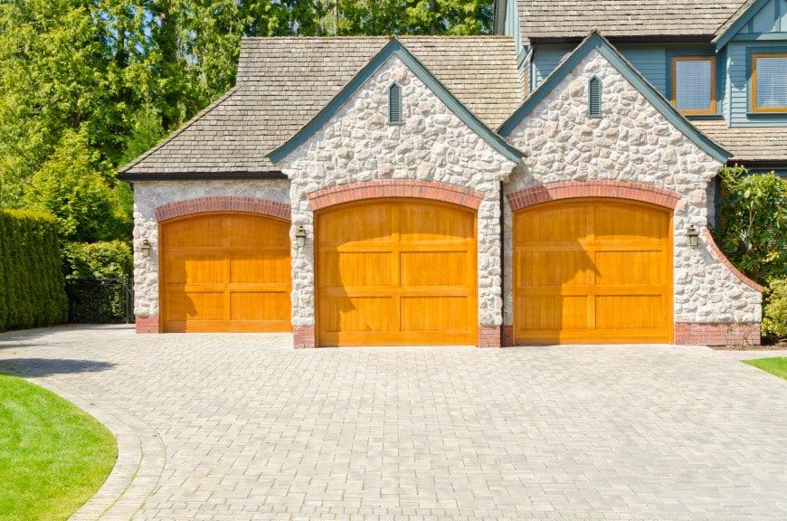 54 Cool Garage Door Design Ideas on Houses (With PICTURES) on Garage Door Ideas  id=93725