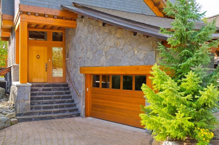 54 Cool Garage Door Design Ideas on Houses (With PICTURES) on Garage Door Ideas  id=84280