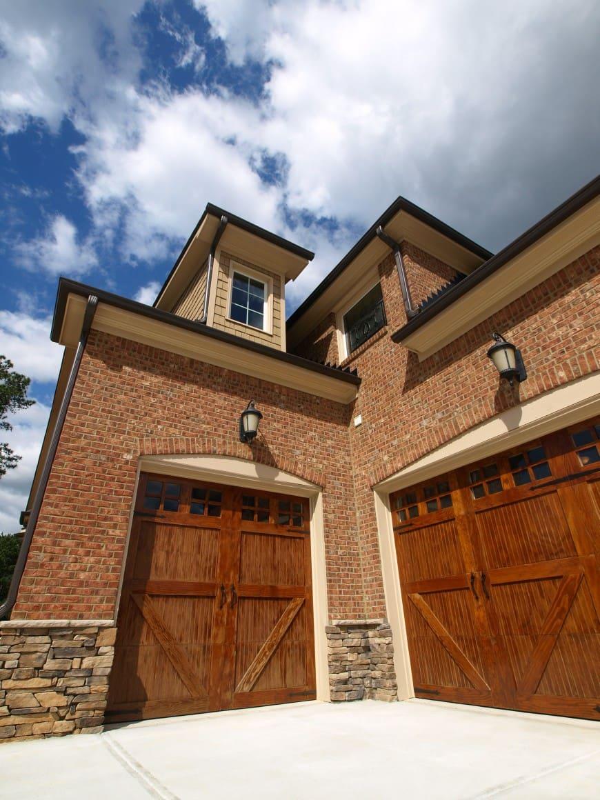 54 Cool Garage Door Design Ideas (PICTURES) on Garage Door Ideas  id=31583
