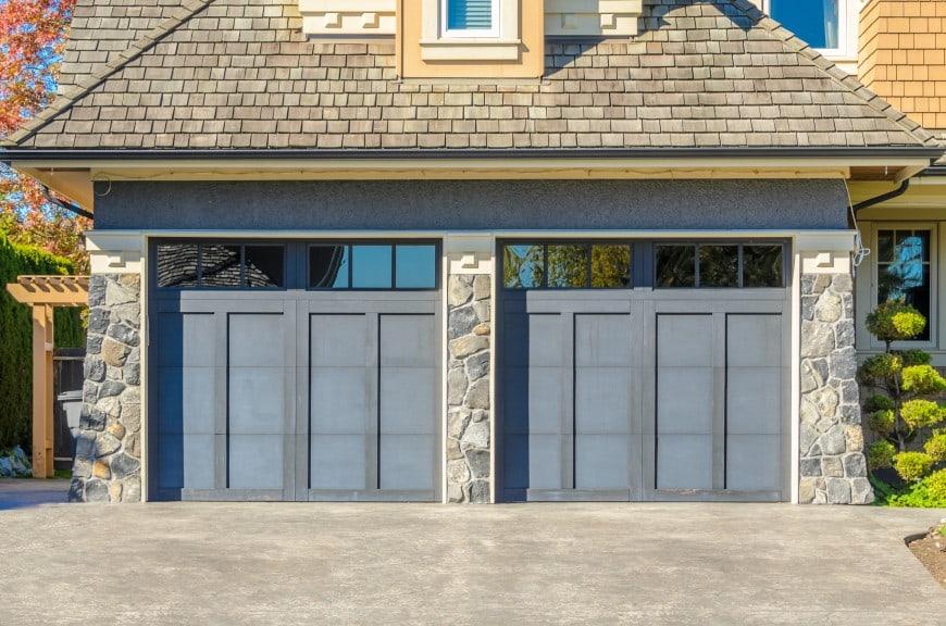 54 Cool Garage Door Design Ideas on Houses (With PICTURES) on Garage Door Ideas  id=17650